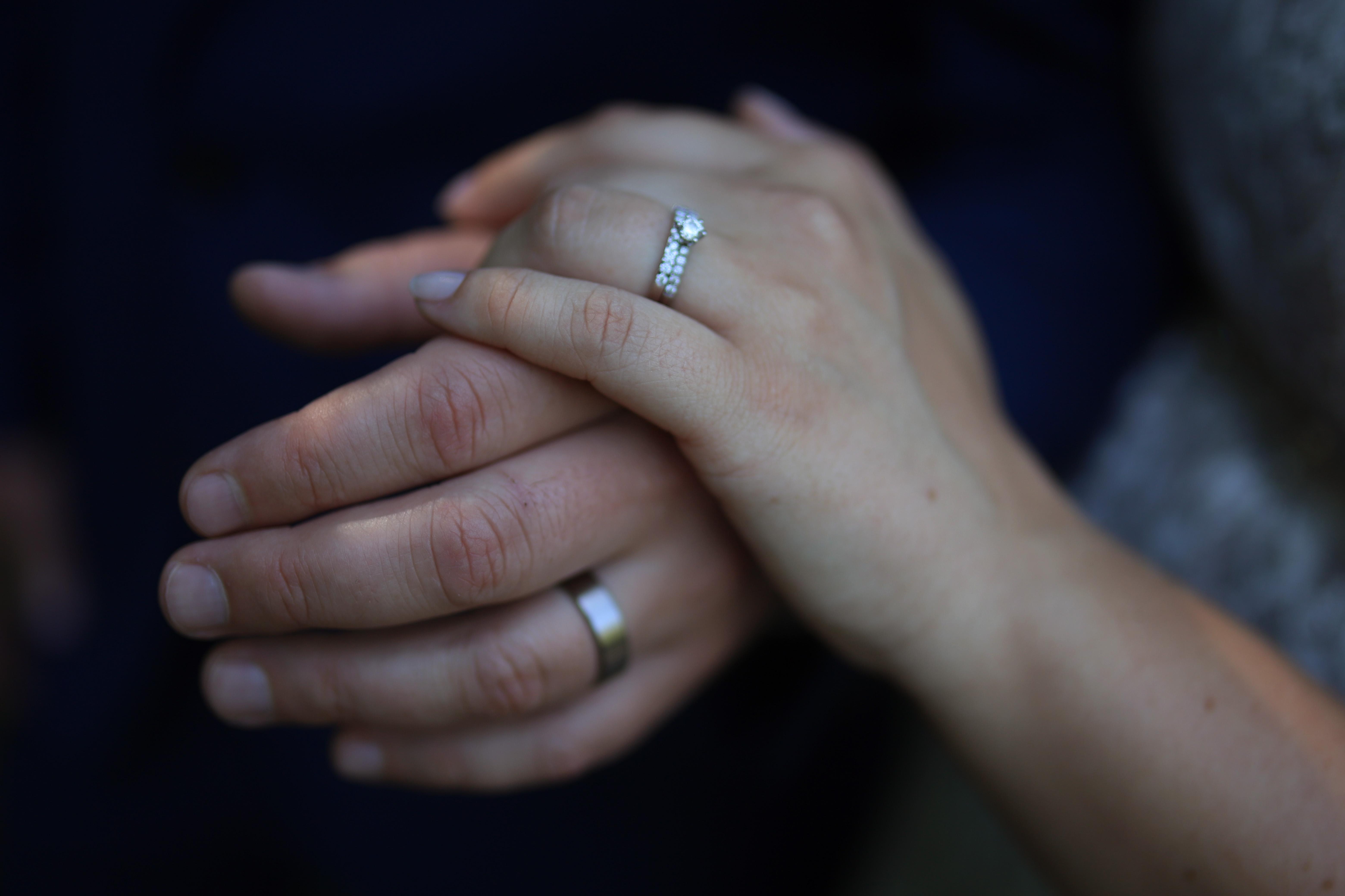 Ringfotos, Beautyshot-Hochzeitsfotografie, Brautpaar